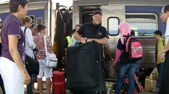 Thailand to Malaysia: Scenes from a train